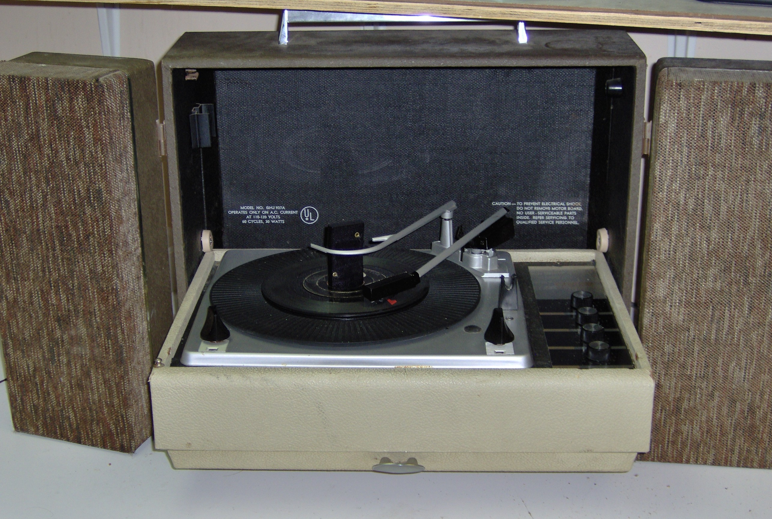 Airline suitcase Solid State phonograph